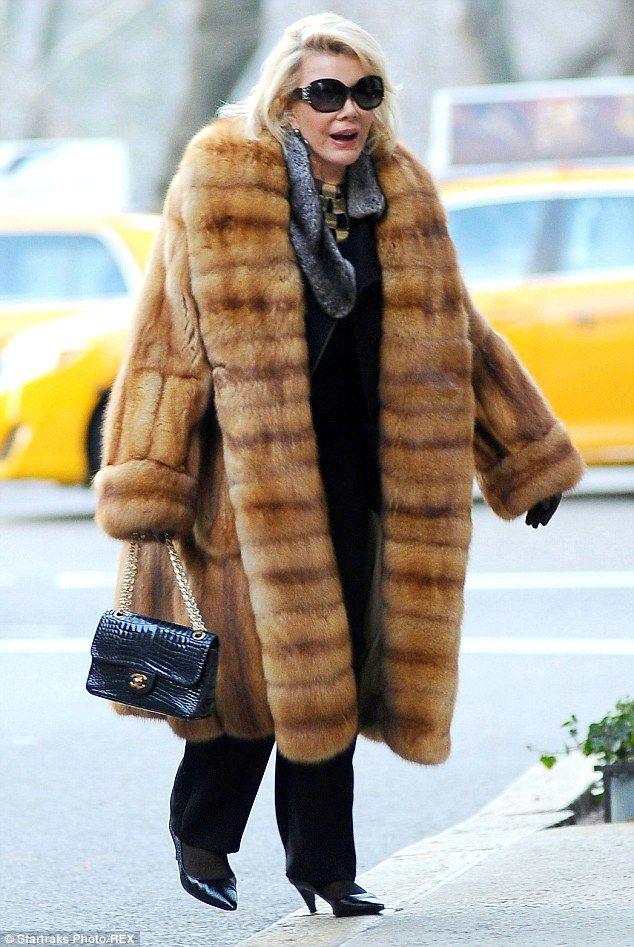 Comedienne Joan Rivers steps out in controversial coat Joan - brigitte k chen h ndler