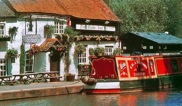 Stop off at charming unique pubs along the waterways in the UK whilst on a exciting canal holiday! www.holidayuk.co.uk