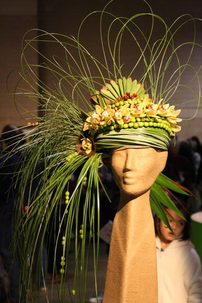 Philadelphia Flower Show We have this mannequin head at Mannequin Madness if you want to recreate this floral centerpiece: http://www.mannequinmadness.com/natural-fiber-head-form-17/