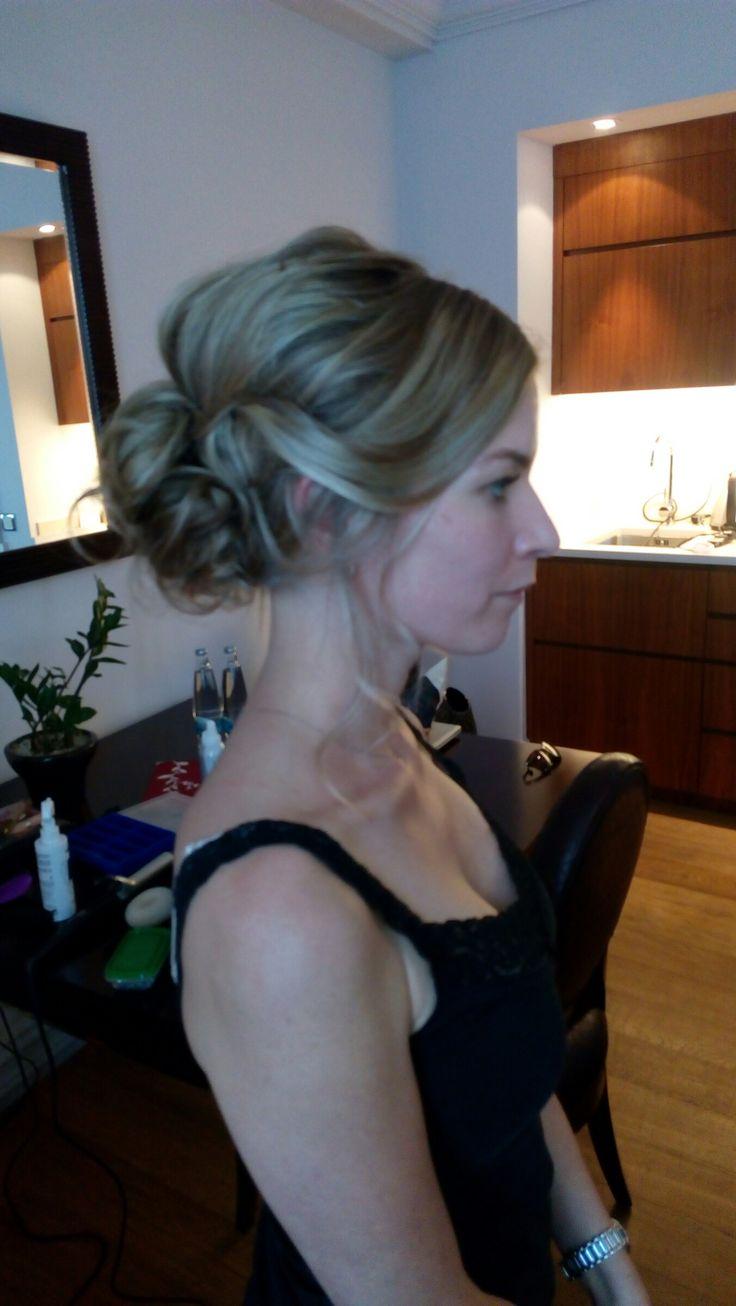 Simple wedding hairdo by www.jitkanovotna.com