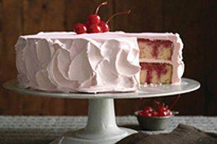 Gâteau à trous JELL-O à la cerise - N'hésitez pas à faire ce gâteau avec de la gelée à la fraise ou à la framboise !