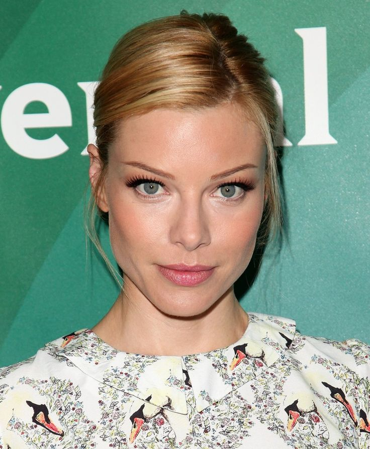 Lauren German, formerly ofChicago Fire,has landed the female lead inLucifer. German willplay Chloe Dancer, an LAPD homicide detective. The series also stars Tom Ellis as Lucifer. Based on the c...
