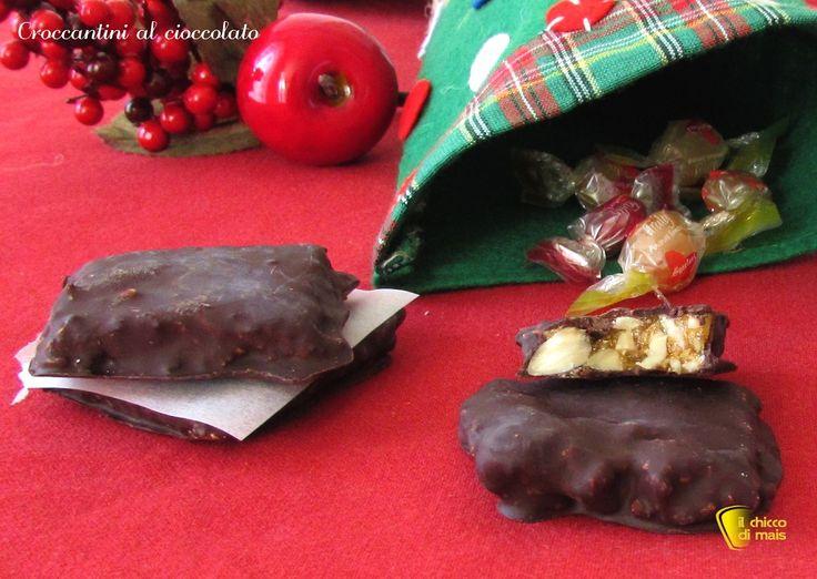 Croccantini al cioccolato (ricetta della Befana). Ricetta dei croccantini di mandorle ricoperti di cioccolato, dolcetti per la calza della Befana homemade