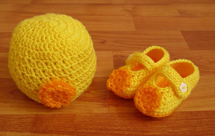 Yellow Crochet Baby Girl Hat and Booties Set by ZsuzsaBoutique on Etsy