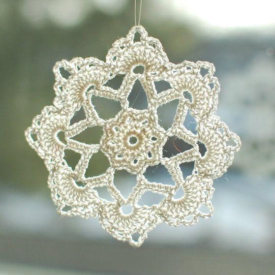 free cristmas crochet   Free Christmas Crochet PatternsPetals to Picots