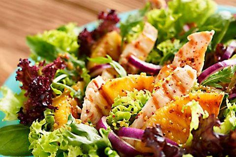 Zastanawiasz się, jak smakuje sałata z grillowanym ananasem, kurczakiem i sosem winegret? Zajrzyj do Kuchni Lidla i wypróbuj nasz przepis!