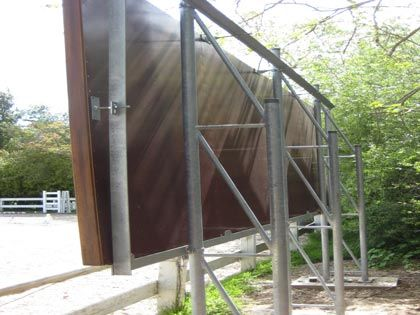 Backs of mirrors in an outdoor arena ... mirror_back.jpg 420×315 pixels