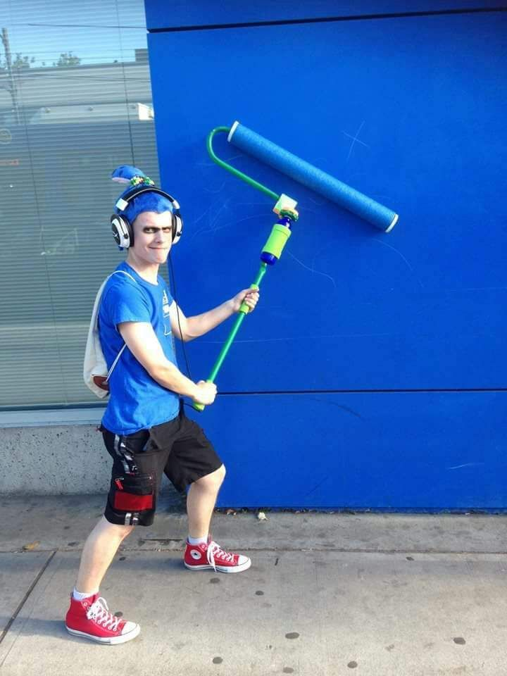 Male inkling with splat roller splatoon costume