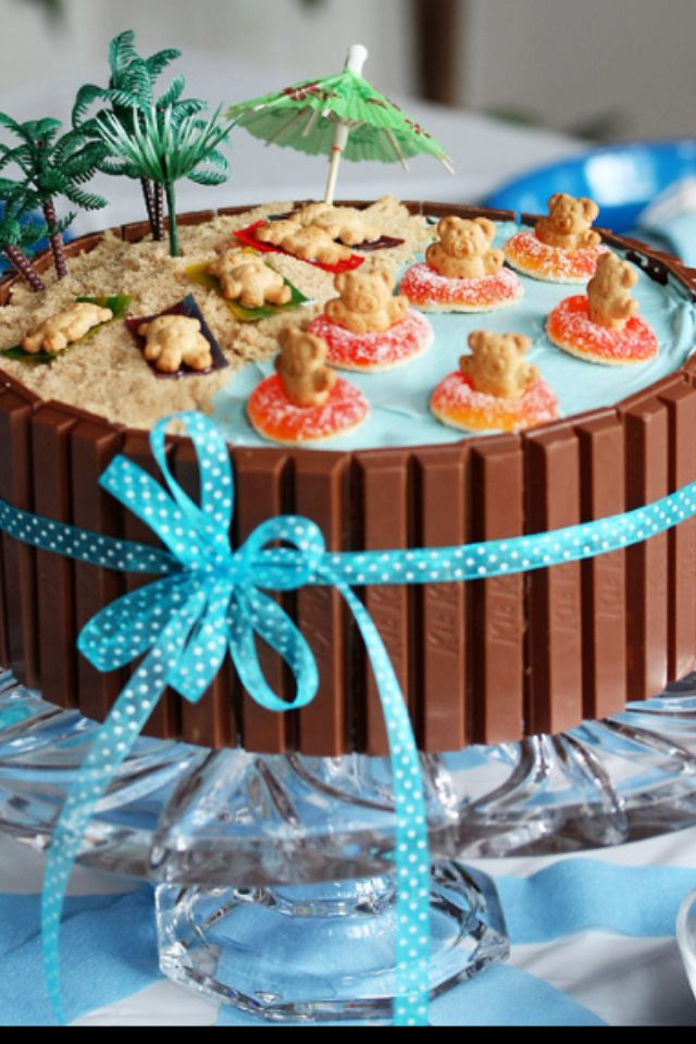 Teddy graham luau cake