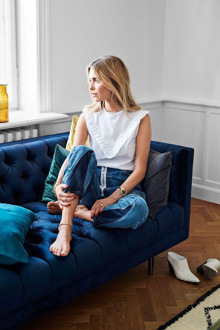 Hon är en maktfaktor inom modevärlden och hennes inredningsstil är minst lika snygg som hennes klädstil. Välkommen hem till stilikonen Pernille Teisbæk i Köpenhamn!