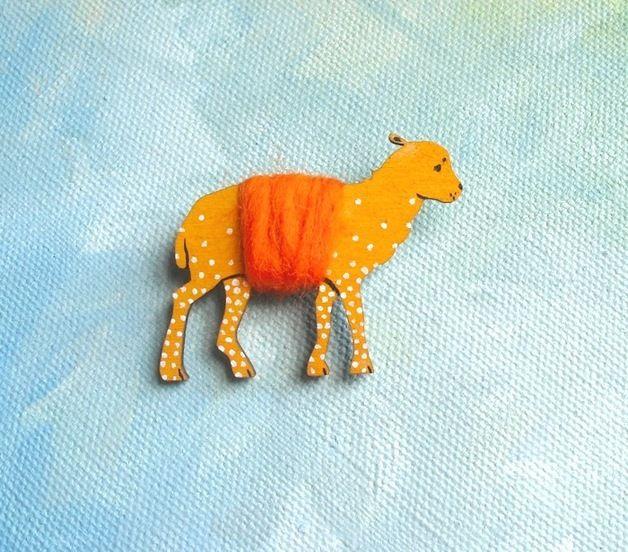 Wooden brooche - sheep n°1