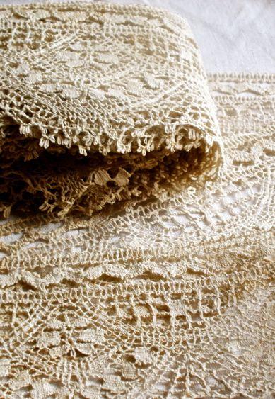 Beige | Ecru | Cream | Taupe | ベージュ | бежевый | Bēju | Colour | Texture Antique Cluny Bedfordshire ecru handwork: