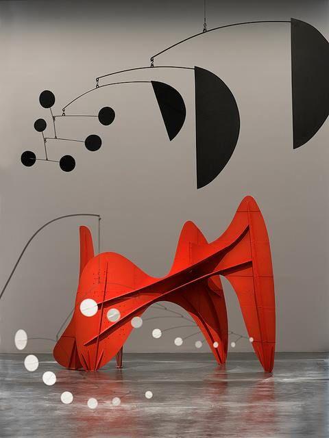 """Alexander CALDER (1898-1976) Sculpteur et peintre américain. Surtout connu pour ses """"mobiles"""". Nom proposé par Marcel Duchamp lors de leur exposition à Paris en 1932 à la galerie Vignon."""