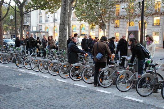 Mão na roda: mapeamento digital te diz onde tem bicicletas pra alugar diversas cidades de todo o mundo. Confere: