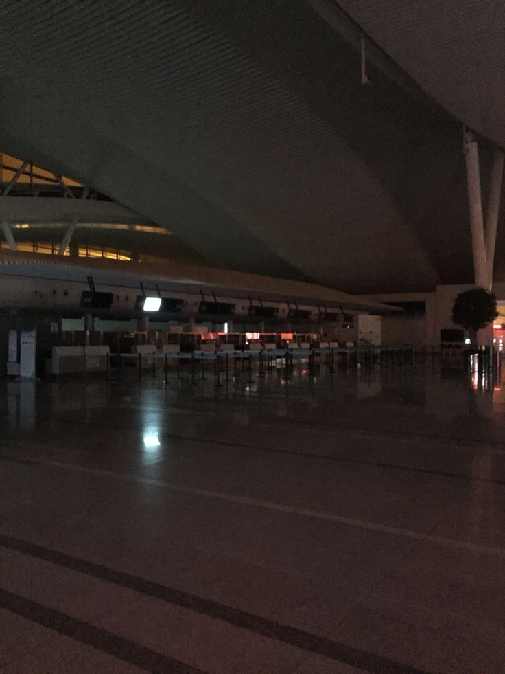 Hangzhou airport at 5 am. It was dark and empty.