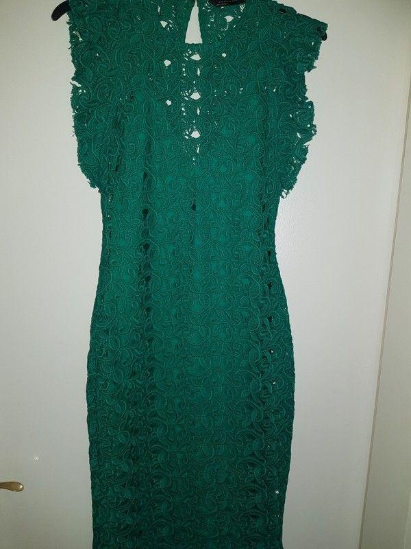 Grünes spitzen kleid