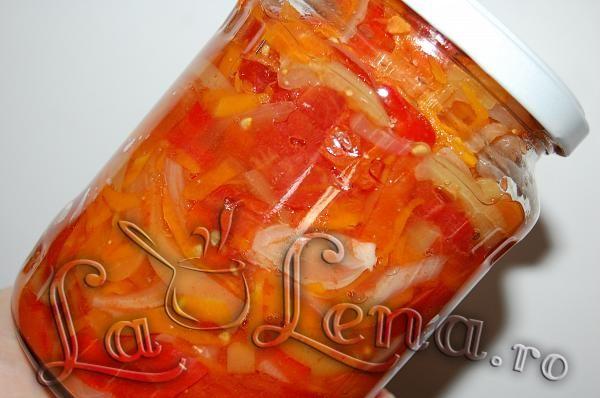 Salata de legume pentru iarna (la borcan)