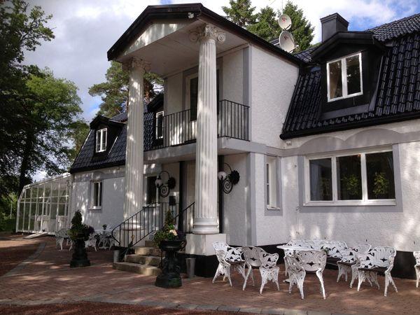 http://inredningsvis.se/hotellinspiration-hallsnas-hotell-konferens/  1 hallsnas fasad