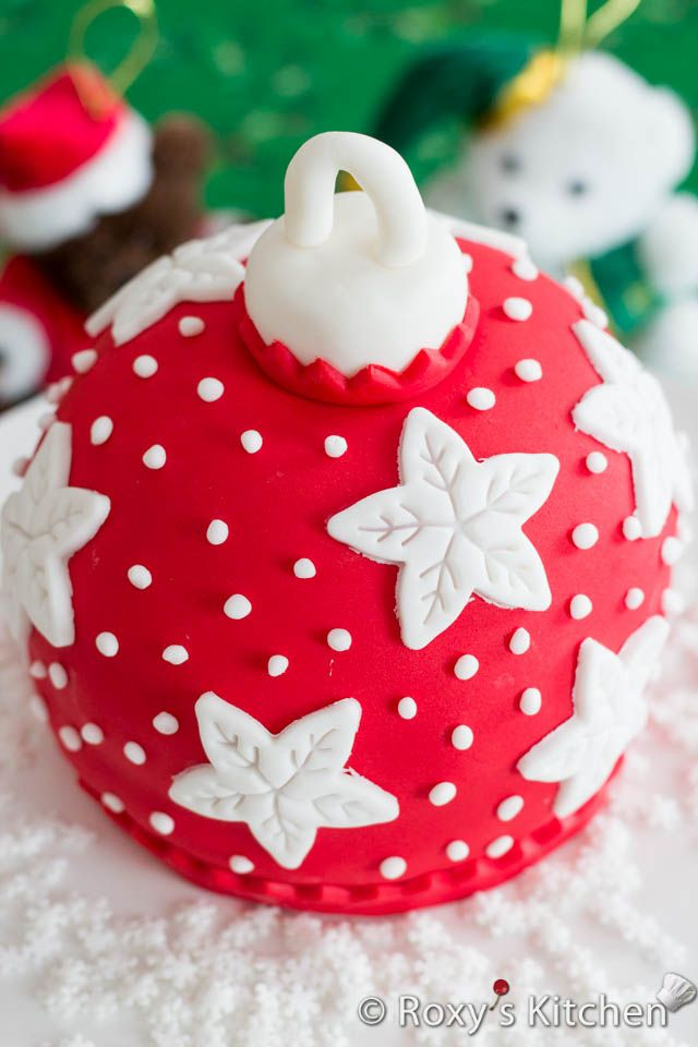 How to Make a Christmas Bauble Cake - Tutorial with step by step photos | Roxy's Kitchen