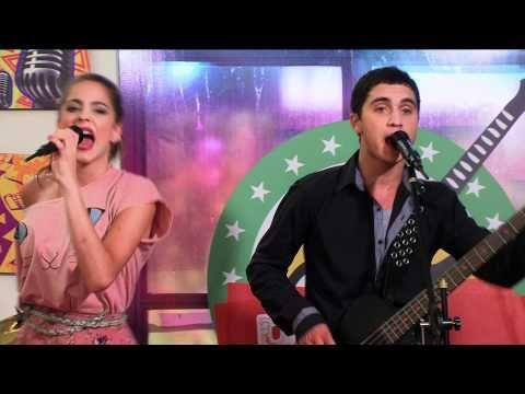 Violetta: Momento Musical - Los Rock Bones cantan con Violetta - http://music.airgin.org/rock-music-videos/violetta-momento-musical-los-rock-bones-cantan-con-violetta/