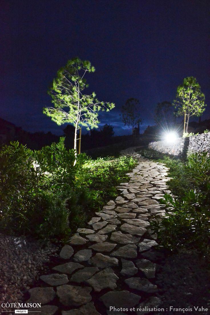 Jardin nocturne et son petit chemin de galets bucolique for Aubade jardin bucolique