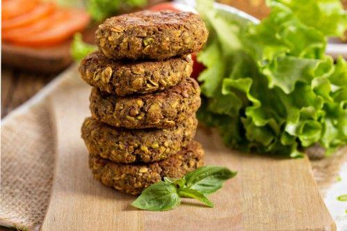 Linsen Burger | Es ist gar nicht so einfach, gute vegane Burger herzustellen. Entweder werden sie zu weich, zu hart oder fallen gleich komplett auseinander.