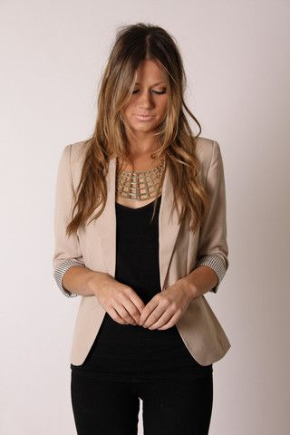 Light blazer + geometric necklace + sleek black. {also love the nude lips + messy hair}