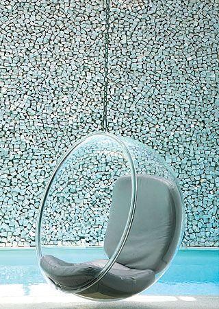 Parede revestida de mosaico português