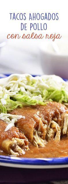 Prepara estos deliciosos tacos dorados de pollo con salsa roja que harán que te chupes los dedos. ¡Ahogados en su deliciosa salsa roja asada y súper crujientes! Prepáralos esta tarde para la hora de la comida, no te arrepentirás.