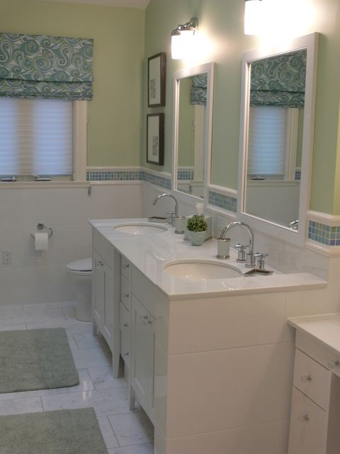 this Roman blind sets the colour scheme for this bathroom