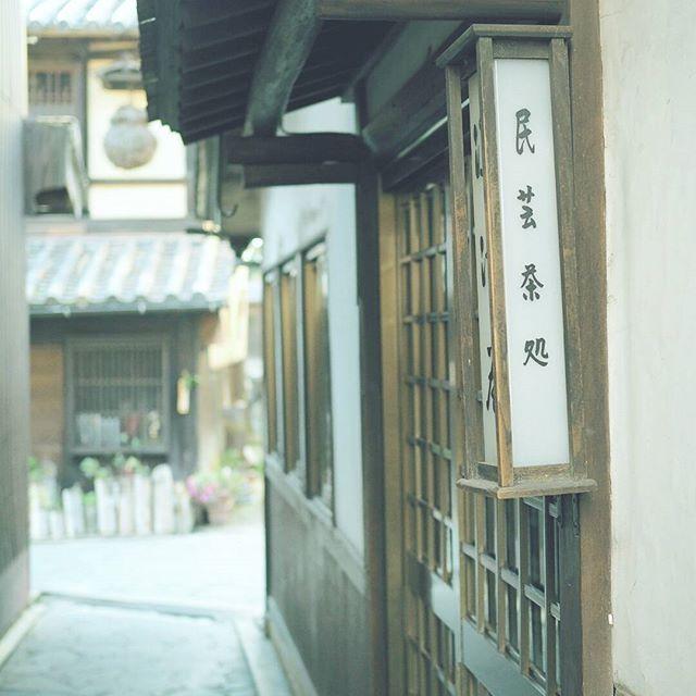 【masaharuuenaga】さんのInstagramをピンしています。 《路地の一角。 目立った看板は要りません。 . 撮影日:2017.1.1 -- #わりと地元の鞆の浦 #広島 #鞆の浦 #福山 #ぶらり旅 #海 #発見 #OMD #omdem5markii  #instatrip #instatravel  #igersjp #japan_of_insta  #photo_shorttrip #reminiii_fan #travel #we_japan #love_nippon #tokyocameraclub  #ptk_japan #風景 #カメラ #旅に行きたい #プチ旅行 #写真撮ってる人と繋がりたい  #写真好きな人と繋がりたい #ファインダー越しの私の世界  #ファインダー越しの世界》