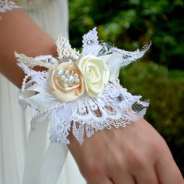 Brautschmuck - Hochzeit armband shabby chic ivory - ein Designerstück von Wandadesign bei DaWanda