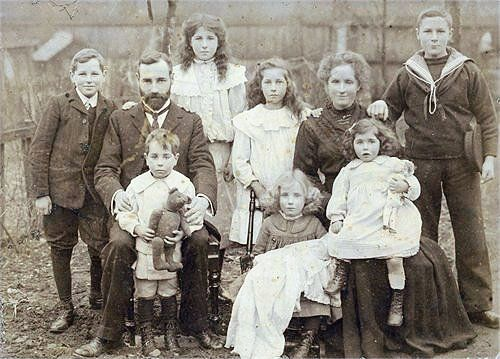 The Bowerman family in Ewell c.1910.- distant relatives ?