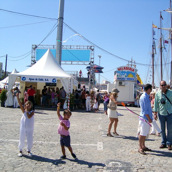 Tallships Festival 2012. WORLD smallest KITE in Cádiz, Andalucía