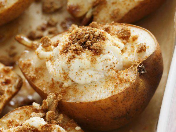 Warme Birnen mit Honig und Ricotta | http://eatsmarter.de/rezepte/warme-birnen-mit-honig-und-ricotta