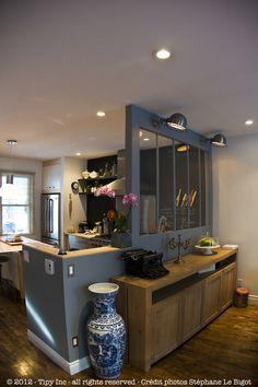 Séparation cuisine salon, frigo beko US, verrière, peinture gris bleu
