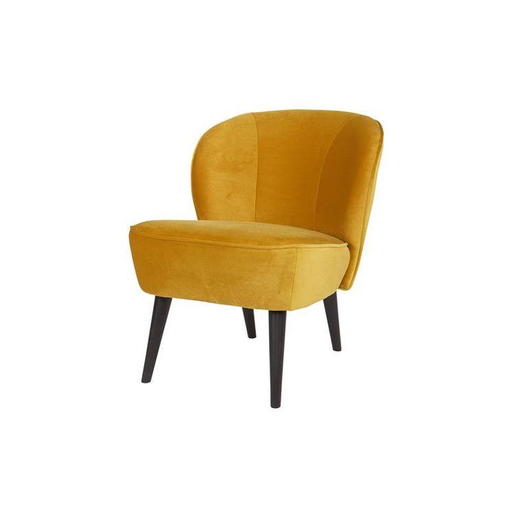 Kleine fauteuil van H 71 x B 59 x D 70 cm Ideale zithoogte van 44 cm  Een comfortabele fauteuil met een klassieke look. Wie goed kijkt ontdekt ook de retro invloeden in dit Woood Sara ontwerp! Door de ronde leuning zit je altijd lekker. De hoge, houten poten maken de stoel slank en licht: ideaal in een kleiner huis.