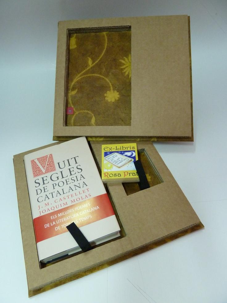 (angulo 2) Caja papel nepal y carton reciclado, cierres de iman. Ex-libris original (digital) auto adhesivo