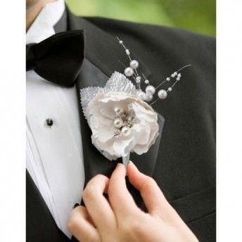 Un tocco di eleganza all'abito da sposo!