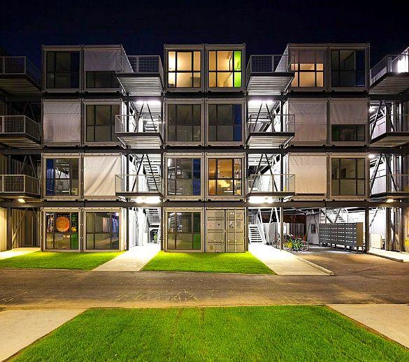 Cité A Docks : 100 logements dans des conteneurs. Depuis la rentrée universitaire 2010, des étudiants se sont installés dans cette résidence universitaire d'un genre bien particulier : c'est Cité A Docks, un ensemble de logements composés de conteneurs recyclés, ouverts à la location pour les étudiants.