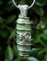 wire wrapping tutorials, lots of good tutorials! I need wire. Lots of wire.