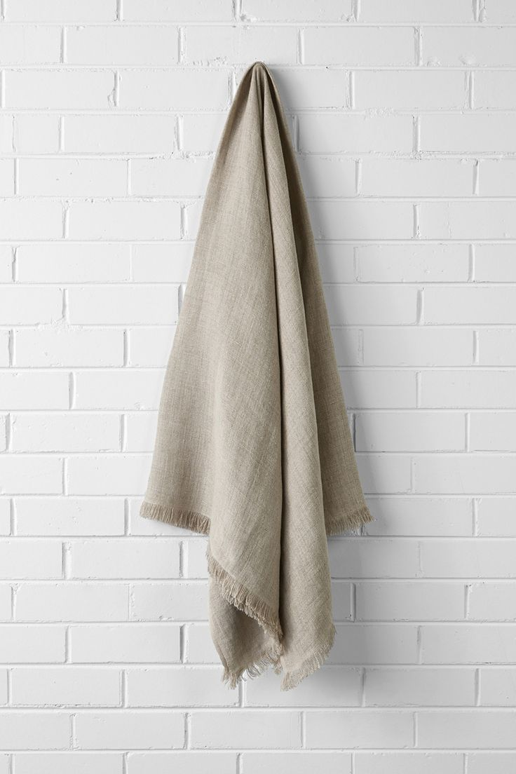 Aura by Tracie Ellis Vintage Linen Throw in Natural