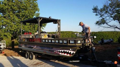 Bowfishing Pontoon Boats #bowfishing #fishing #pontoon #boats