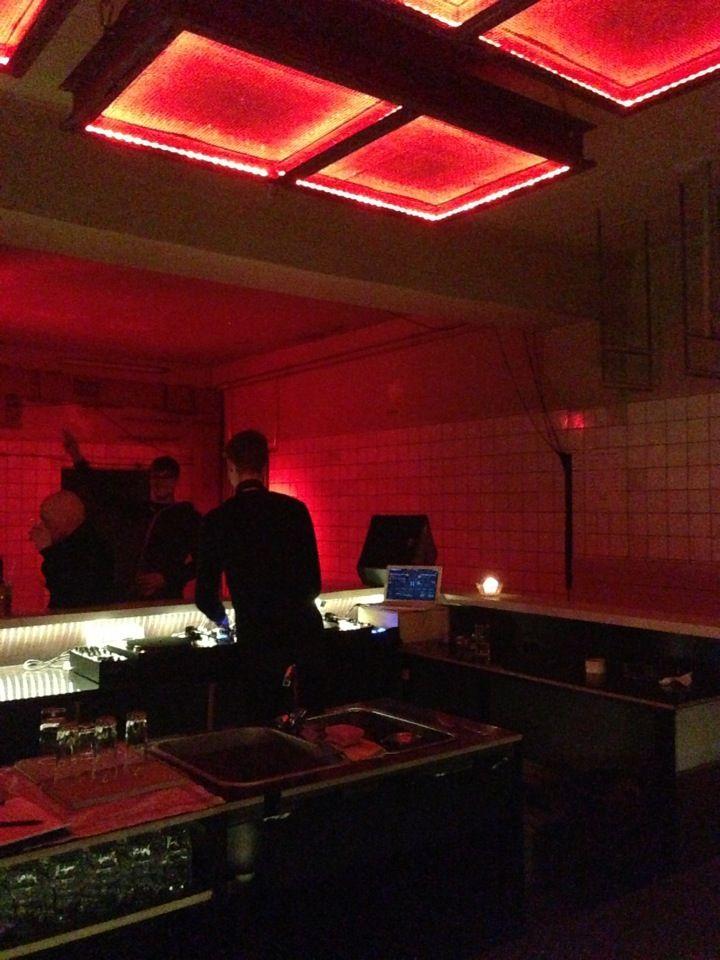OHM ¦ Club Techno,Electro Analogic - Art Gallery¦ Zona: Heinrich-Heine-Str. www.ohmberlin.com