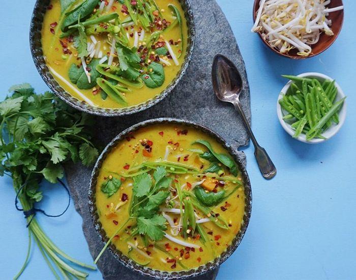 Denne lækre suppe med indisk karry og frisk ingefær er god for kroppen, og holder dig sund og rask gennem hele vinteren.
