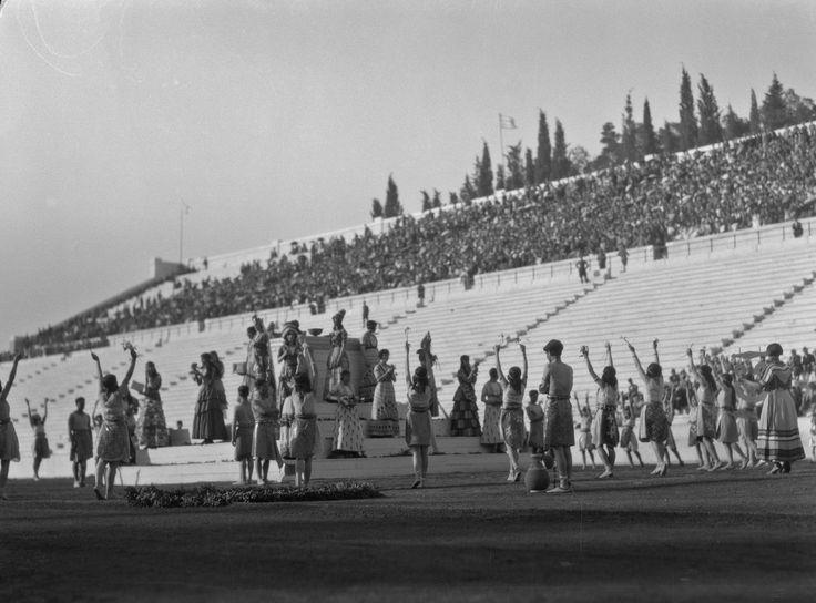 Walter Hege Αθήνα εορταστικές εκδηλώσεις στο Παναθηναικό στάδιο για τα εκατό χρόνια της ανεξαρτησίας