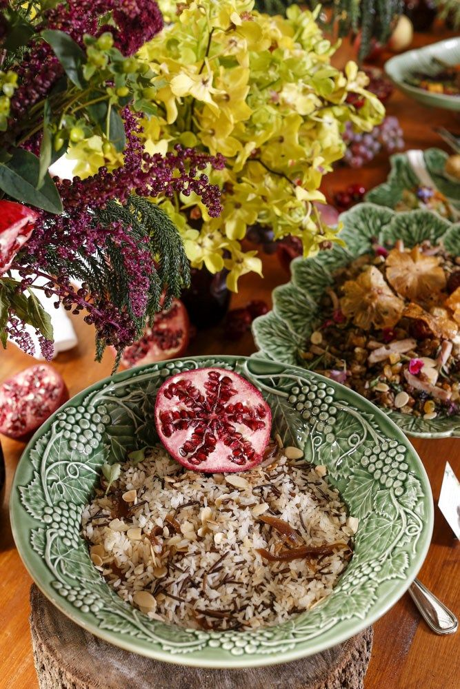 Duo de Arroz com Amêndoas e Cebolas Caramelizadas, em saladeira da coleção maravilhosa Vinha Brava.
