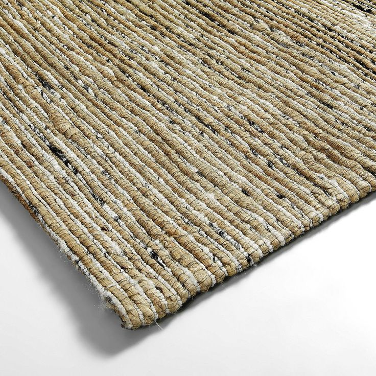 Geef je (woon)kamer meer warmte en sfeer met dit stoere, jute vloerkleed! De LaForma Lucka is er zo één. Het kleed heeft de ideale afmetingen van 130 bij 190 cm. De kleur is lekker basic en past daardoor in ieder interieur.