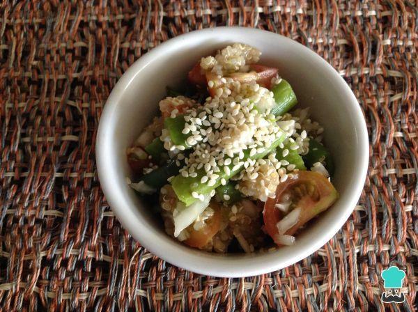 Aprenda a preparar quinoa com legumes com esta excelente e fácil receita. Procurando uma receita prática e saudável? Experimente esta sugestão de quinoa com legumes...