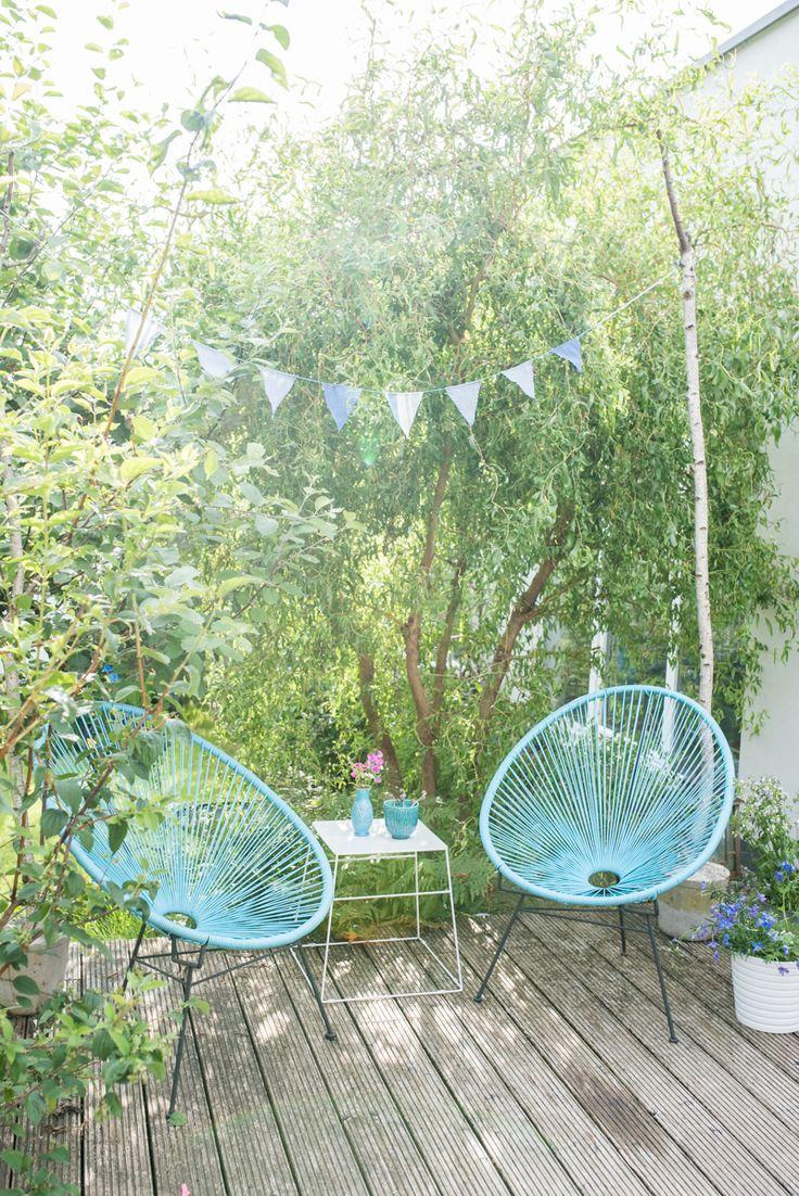 Acapulco chair living room - Deko Im Garten Mit Acapulco Chairs Wimpelgirlande Und Kleiner Sitzecke Im Gr Nen